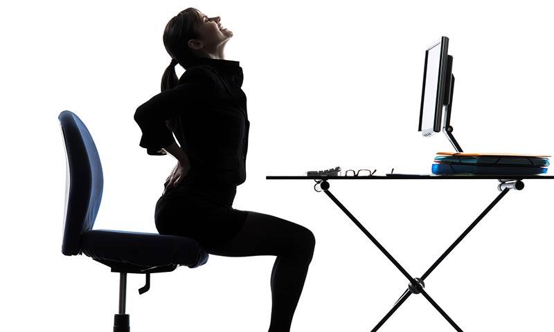 Una postura correcta en el trabajo nos ayudará a cuidar nuestra espalda